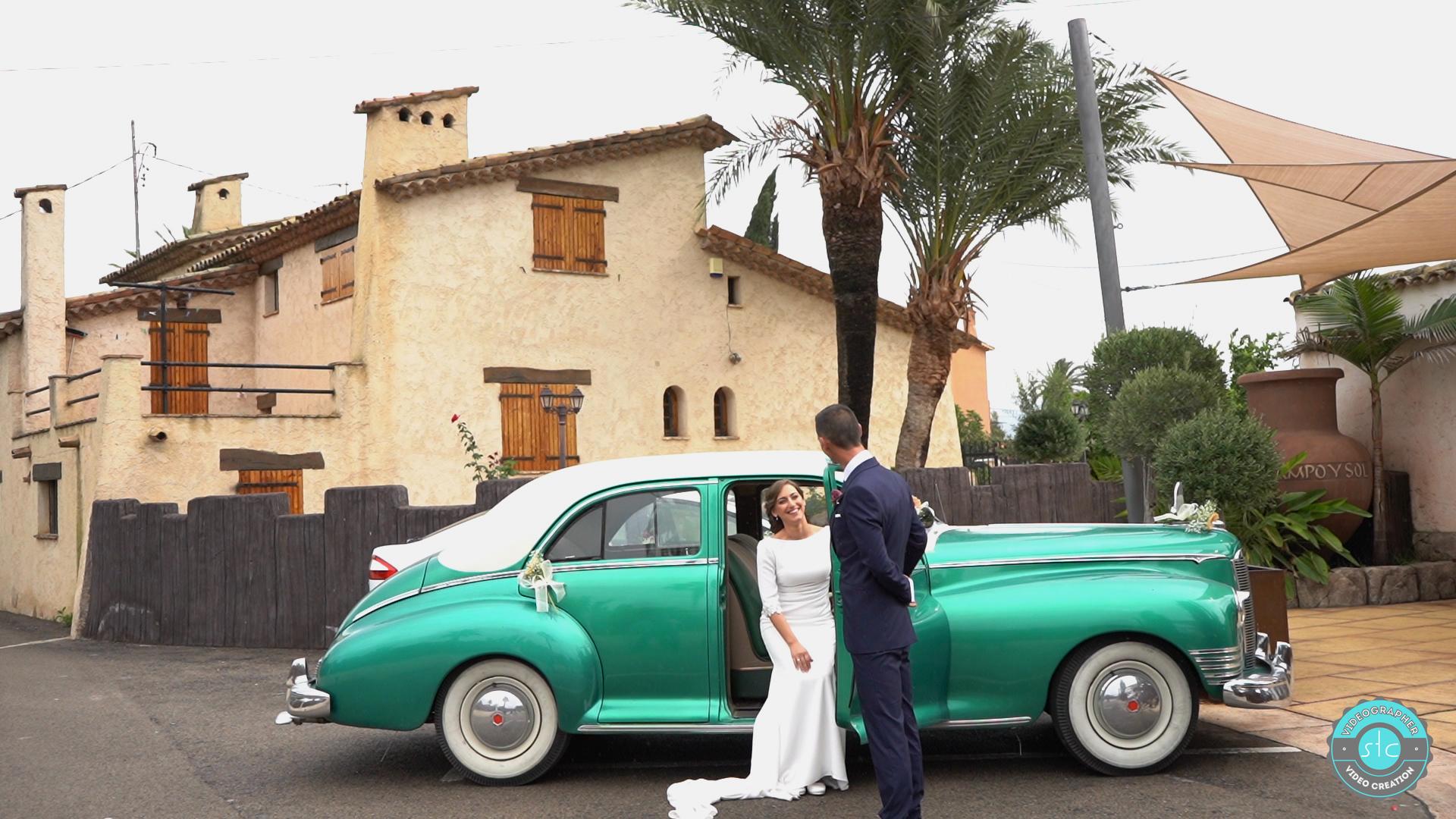 novios-couple-bodas-coche-clásico-campo-y-sol-stc-videographer